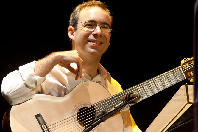 Aprendizagem do acompanhamento do choro no violão de seis cordas, por Carlos Chaves