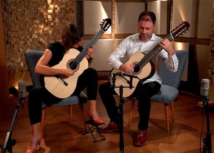 Capa do vídeo Nova Guitar Duo - Quatro Canções Natalinas Romenas (Béla Bartók)