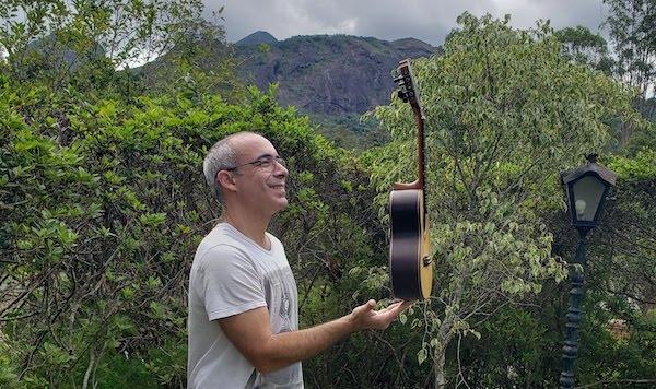 Violonista Carlos Chaves busca financiamento para dois CDs de cavaquinho solo e álbum de partituras