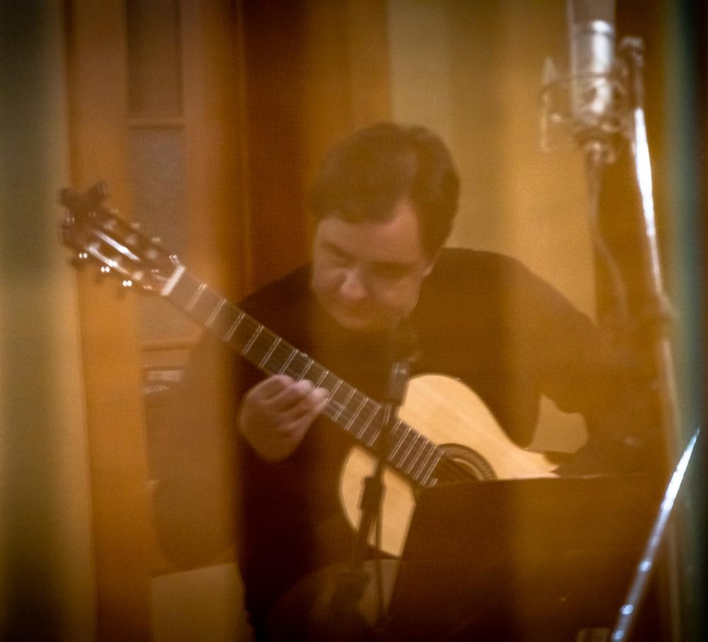 Celso Faria estreia em CD de violão solo com obras raras e inéditas