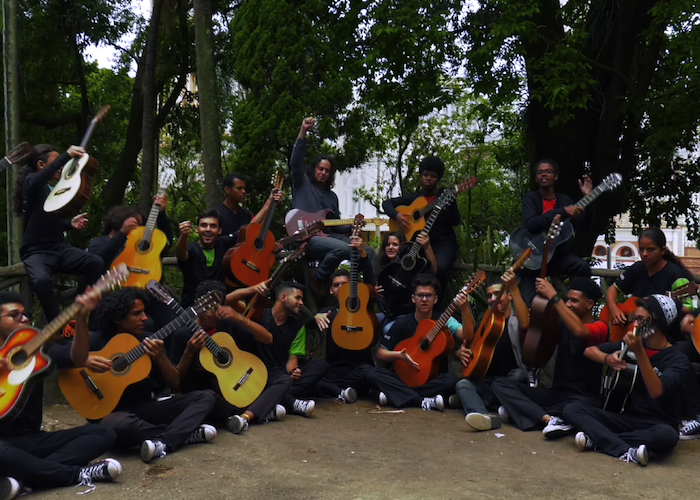 Capa do vídeo Chrystian Dozza e Camerata de Violões Guri Santa Marcelina - Elf´s Jig (C. Dozza)