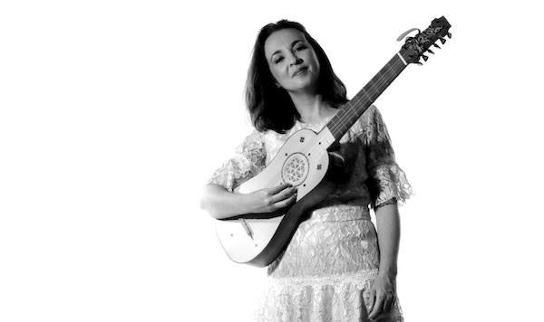 Dagma Eid faz recital de vihuela, violão e guitarra barroca e romântica neste sábado