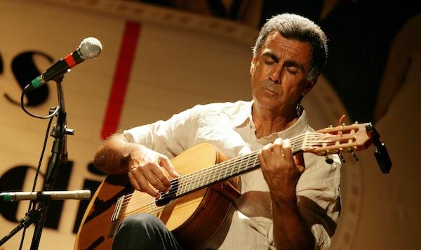 Guinga realiza curso online ao vivo sobre suas canções e temas instrumentais