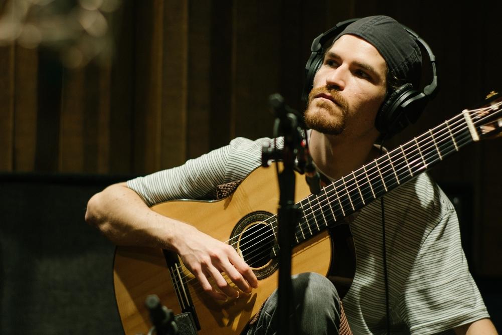 Juliano Camara conta a história da música Largo das Forras, do disco Novas 3. Baixe a partitura