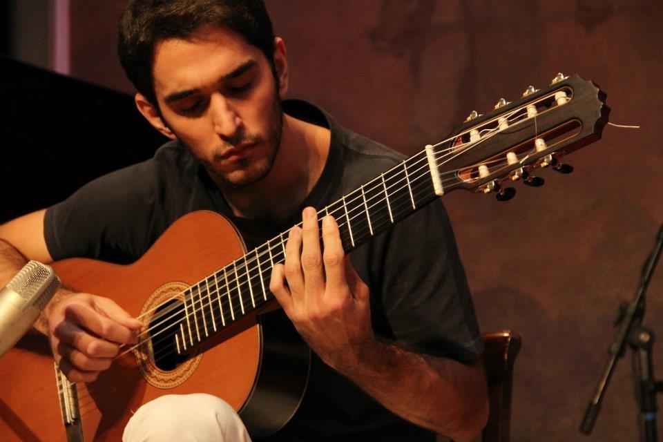 """Leo Eymard comenta o samba """"Sem Saber Sabendo"""", do CD Novas 3. Baixe a partitura"""