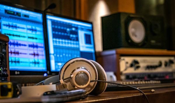 Violonistas realizam workshop sobre trilha sonora, arranjo, improvisação, produção e carreira