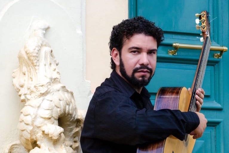 Rafael Milhomem mostra a estrutura da peça Ritoalma, do CD Novas 3. Baixe a partitura