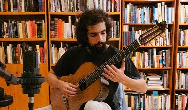 Análise, ressignificação e composição em uma série de 4 peças para violão solo, por Ely Janoville