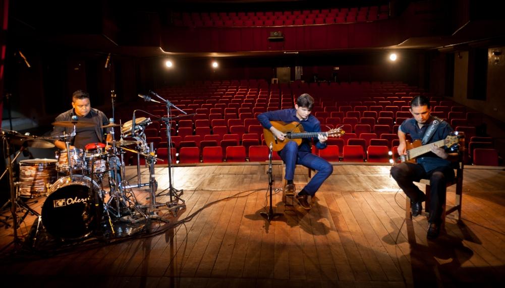 Josué Costa Trio se apresenta no Espaço Cultural Escola SESC do Rio de Janeiro