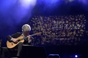 Fábio Zanon encanta público do Ibirapuera em show do Acervo Violão
