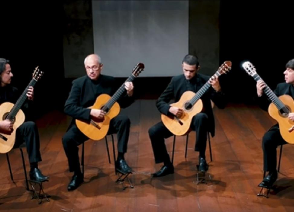 Capa do vídeo Quaternaglia Guitar Quartet - Así era la Dancita Aquella! - Divertimento (Leo Brouwer)