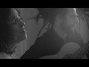 Capa do vídeo Irene Atienza e Douglas Lora - Un Compromisso (Irmãos Garcia Segura)