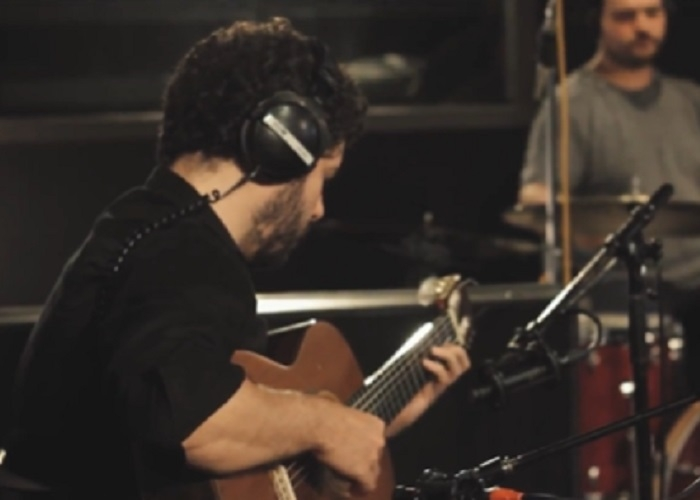 Capa do vídeo Vinícius Gomes Trio - Time Remembered (Bill Evans)